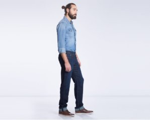 levis-514-straight-fit-performance-stretch-jeans-moonlight-worn2
